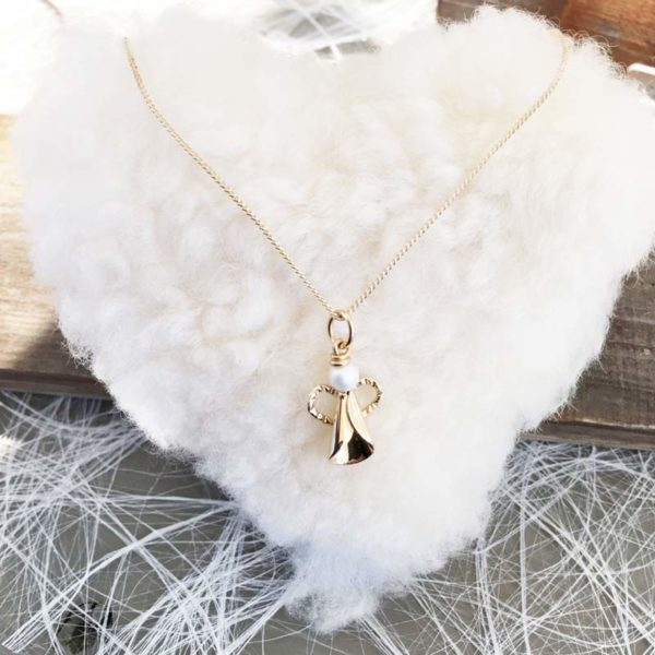 Angel necklace in 18K gold, handcrafted by GULDVIVA.