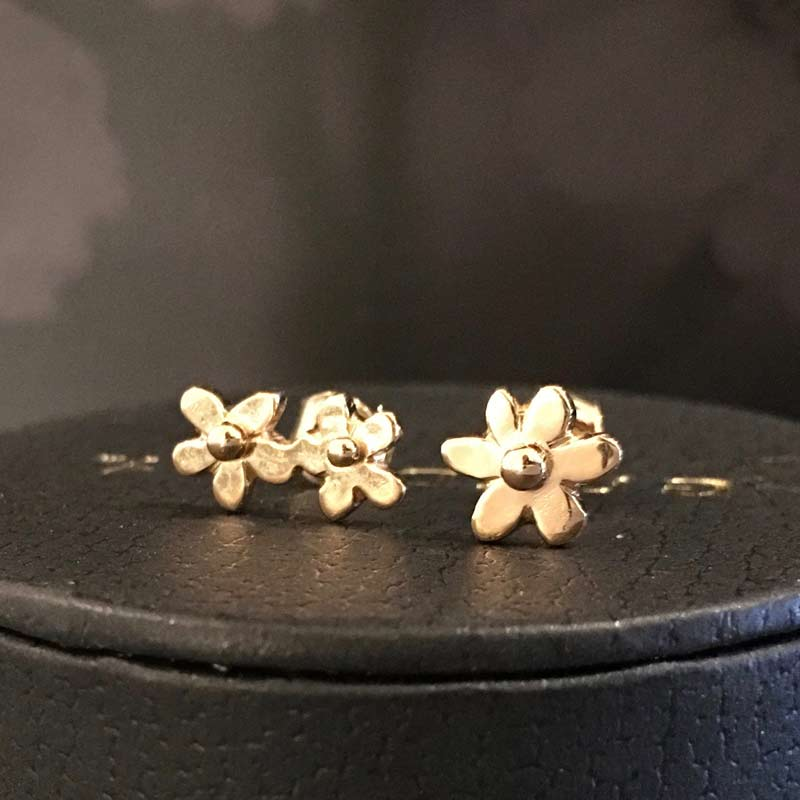 Forget me not 18K gold earstuds, handcrafted by GULDVIVA