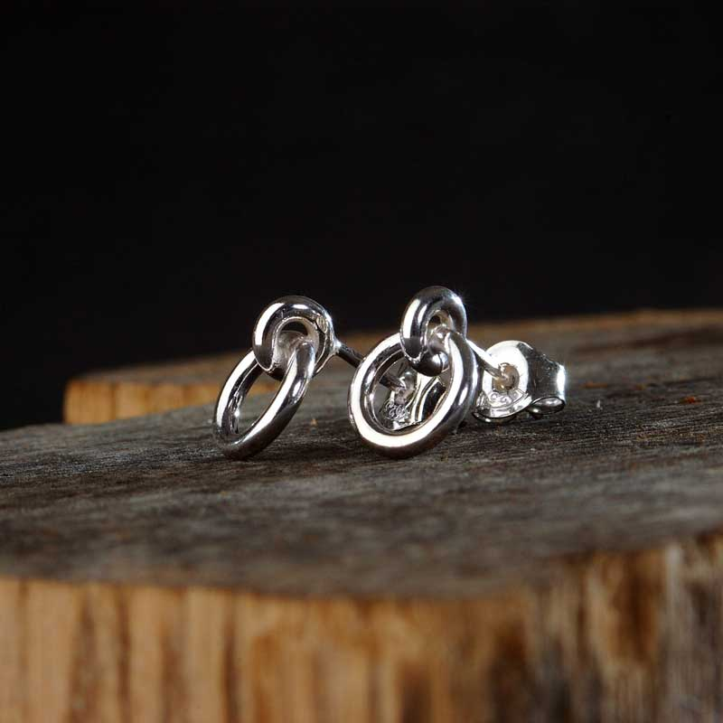 I Hamn sterling silver earstuds, handcrafted by GULDVIVA using recycled material.