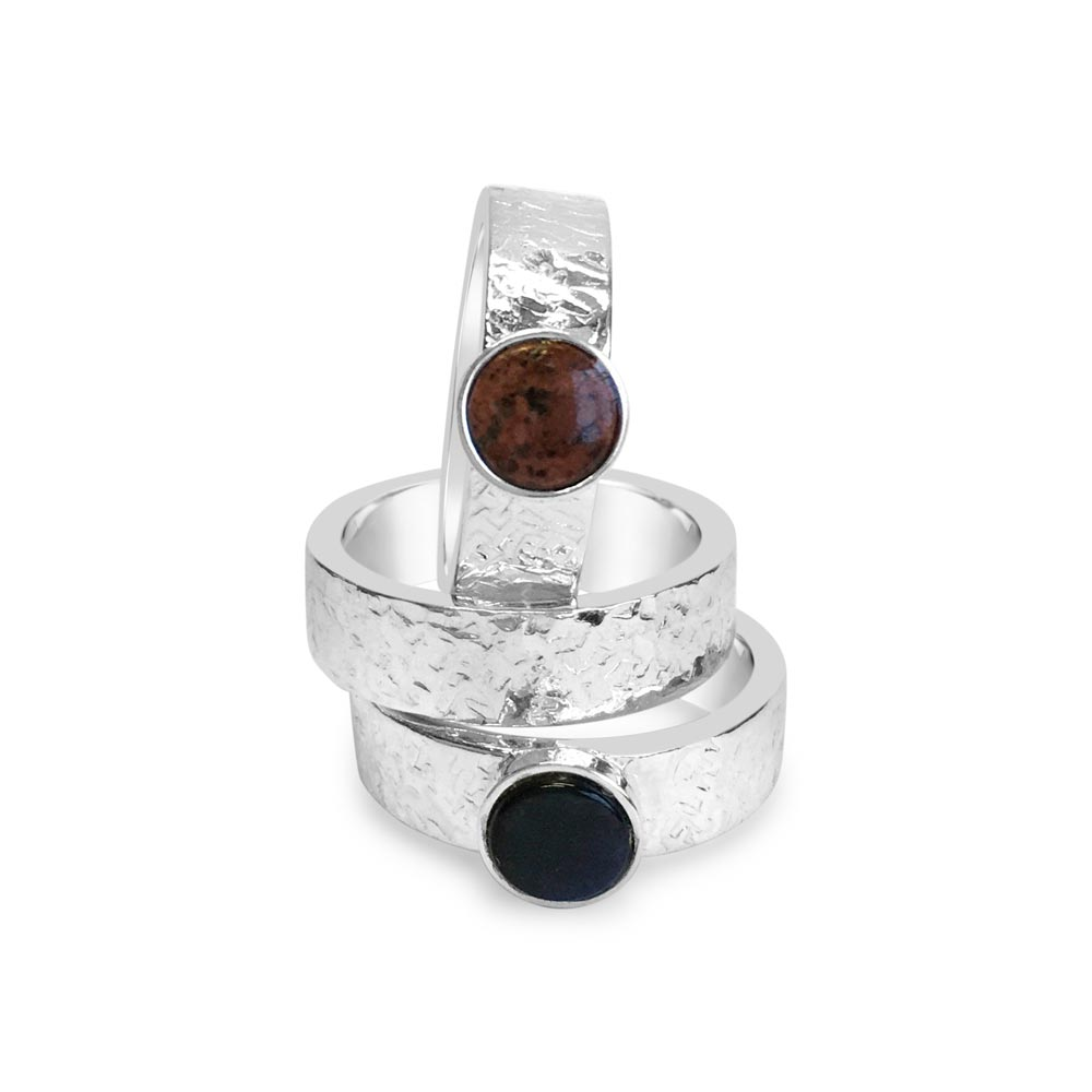 """""""Björk"""" ring with red granite from the Åland Islands, handcrafted by GULDVIVA."""