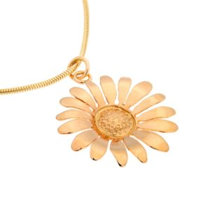 Daisy 18K gold pendant, handcrafted by GULDVIVA