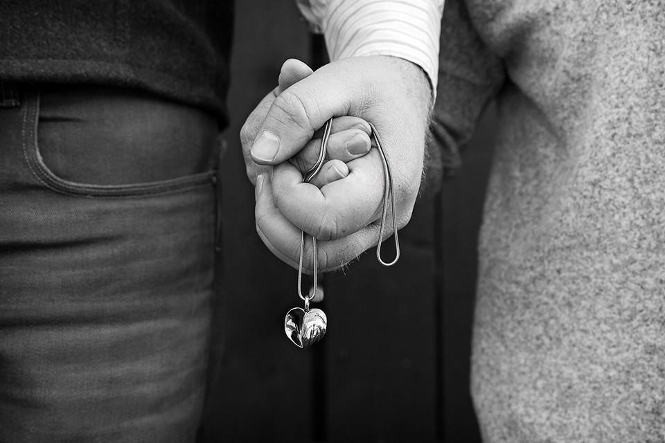 holdinghands_mussle-heart.jpg